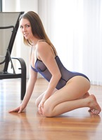Meghan in Dancing Nude (nude photo 4 of 15)