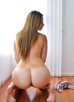 Analynn in Bubble Butt Babyface (nude photo 13 of 15)