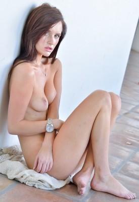 Barefoot naked women videos — photo 2