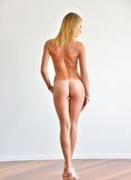 Lauren in Acrobatic Nudes (nude photo 14 of 15)