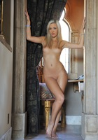 Sophia Posing Nude (nude photo 6 of 15)