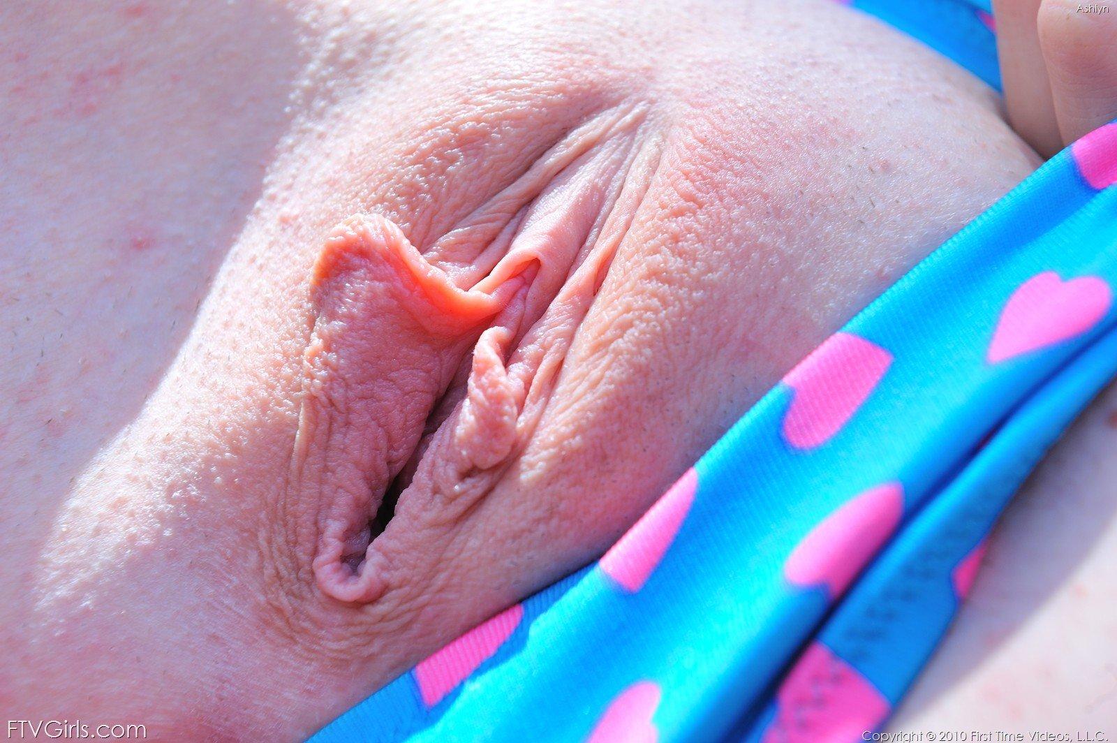 Girls butts in bikinis-6739