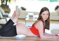 Natalie in Flex & Stretch (nude photo 7 of 16)