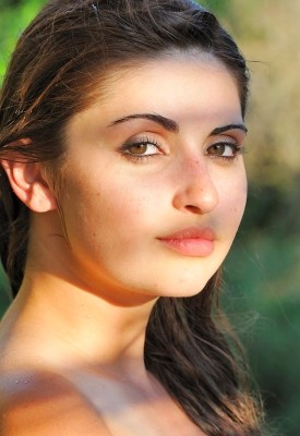 16 Pics: Laleh in A Youthful Look
