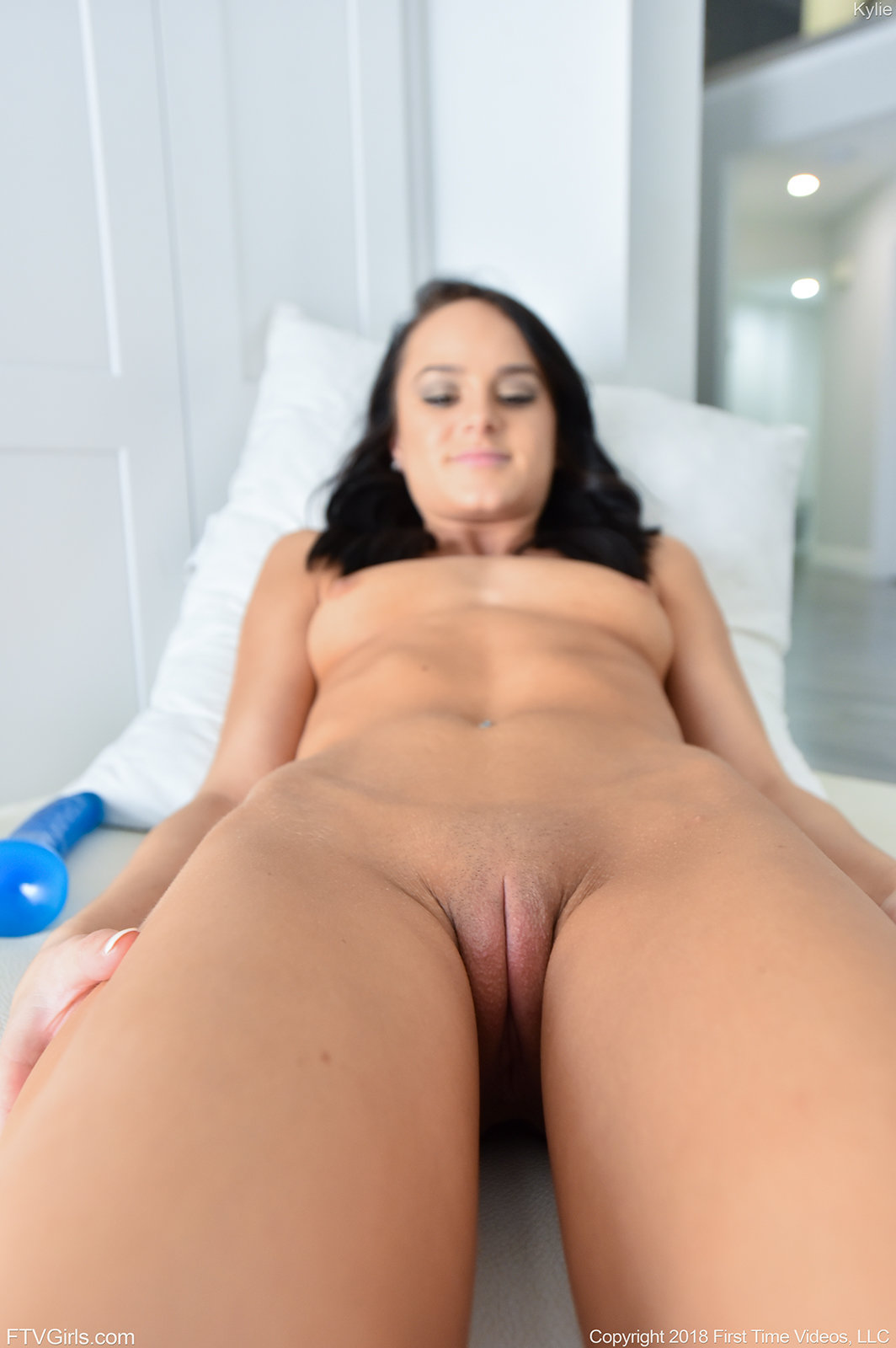 Sexy young phat puffy pussy 12