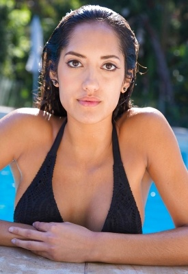 16 Pics: Chloe Amour in Quality Assurance