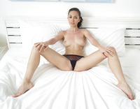 Engelie in Guess Panties (nude photo 9 of 18)