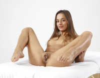 Dominika C in Pussy Petals (nude photo 10 of 16)