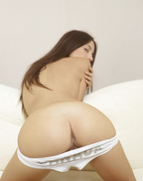 Kiki in Melts Your Heart (nude photo 5 of 18)