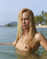 Thea in Indian Ocean (nude photo 4 of 16)