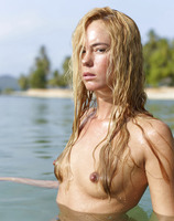 Thea in Indian Ocean (nude photo 7 of 16)