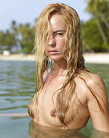 Thea in Indian Ocean (nude photo 8 of 16)