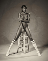 Ebony goddess Simone shows athletic body in classic nudes (nude photo 13 of 16)