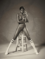 Ebony goddess Simone shows athletic body in classic nudes (nude photo 14 of 16)