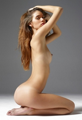 16 Pics: Victoria R in Classic Nudes from Hegre-Art