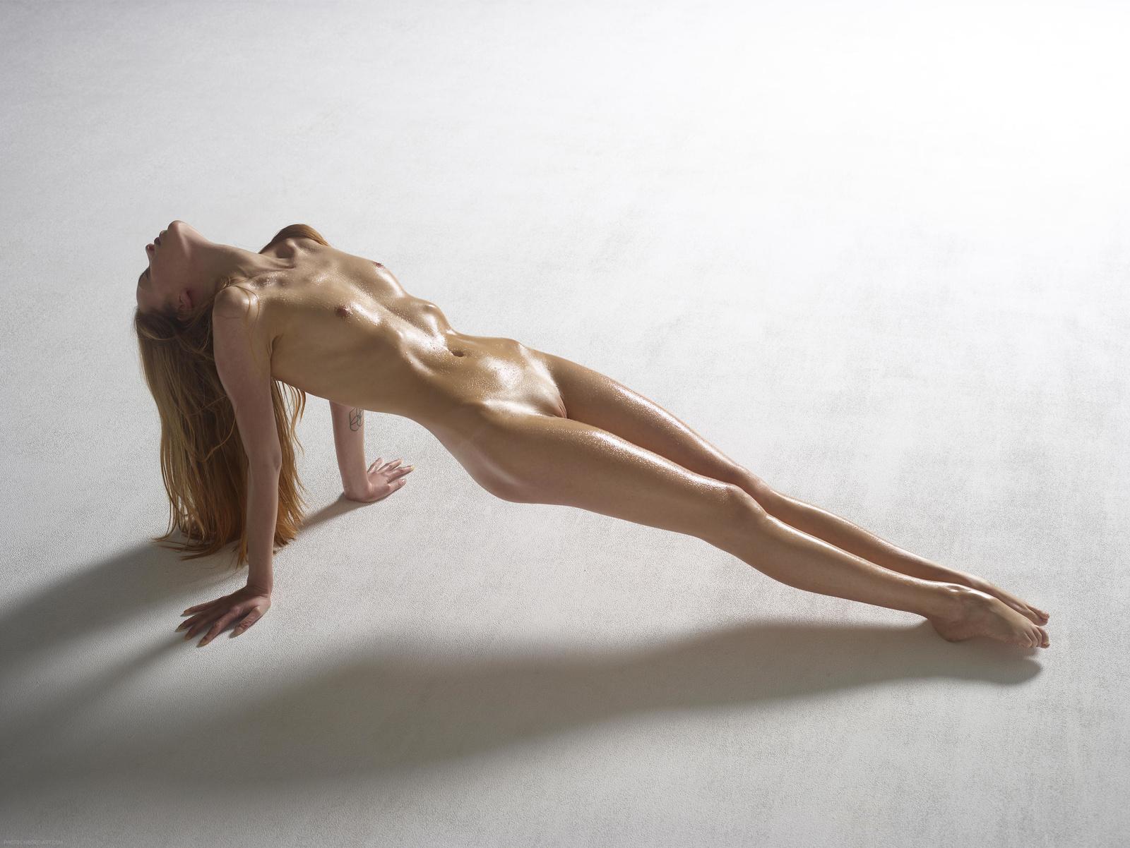 skinny-nude-art-claudia-lynx-persian-nude
