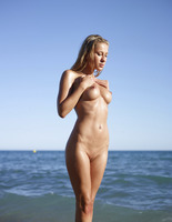 Darina L in Seaside by Hegre-Art (nude photo 6 of 16)