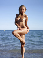 Darina L in Seaside by Hegre-Art (nude photo 10 of 16)