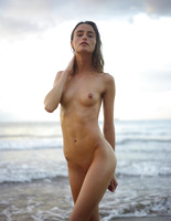 Cleo in Beach Nymph by Hegre-Art (nude photo 4 of 16)