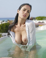 Busty erotic babe Muriel (nude photo 9 of 16)