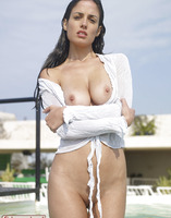 Busty erotic babe Muriel (nude photo 15 of 16)