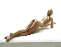 Darina L in Baby Oil by Hegre-Art (nude photo 2 of 16)