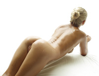 Darina L in Baby Oil by Hegre-Art (nude photo 3 of 16)