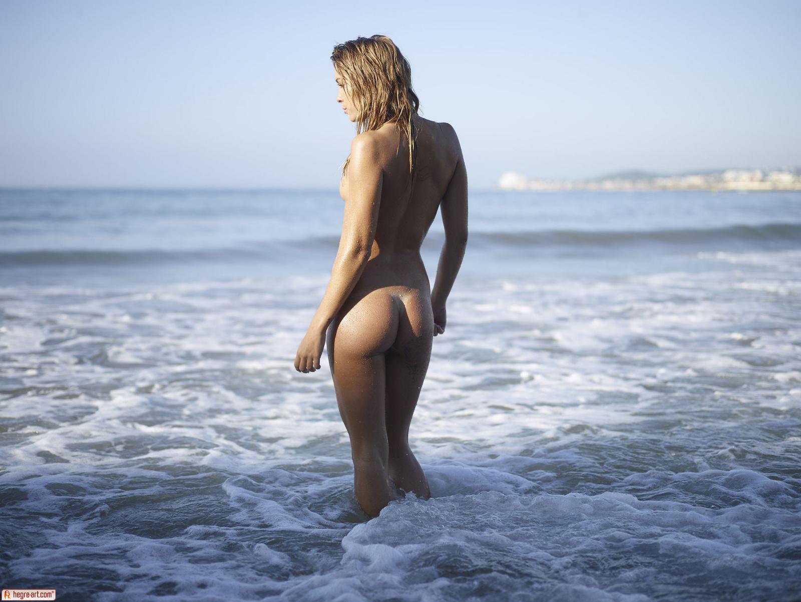 Nude mediterranean babe #4