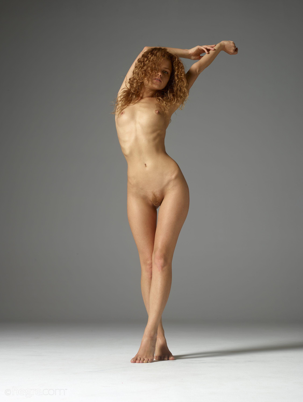 Nude Pix HQ Wife in sex swing threesome