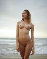 Sonya in Sunrise On The Beach by Hegre-Art (nude photo 3 of 12)