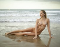 Sonya in Sunrise On The Beach by Hegre-Art (nude photo 4 of 12)