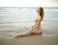 Sonya in Sunrise On The Beach by Hegre-Art (nude photo 7 of 12)