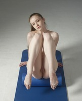 Emily Bloom in Extreme Nude Fitness by Hegre-Art (nude photo 2 of 12)