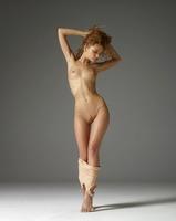 Julia in Red Bush by Hegre-Art (nude photo 7 of 12)