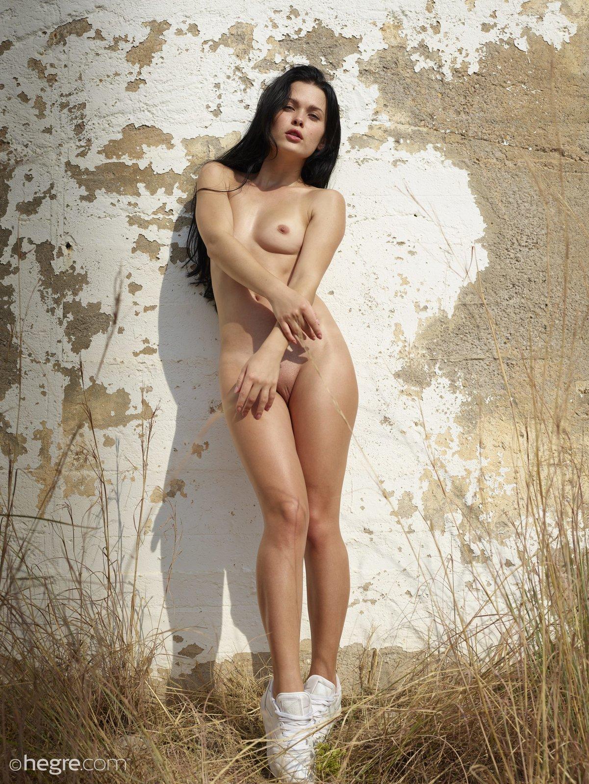 belle nude