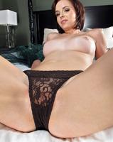 Hottie Hayden Winters gets on her knees to toy her wet pussy (nude photo 7 of 16)