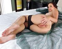 Hottie Hayden Winters gets on her knees to toy her wet pussy (nude photo 11 of 16)