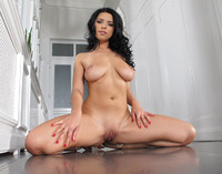 Kira Queen in Closeup Masturbation (nude photo 11 of 15)
