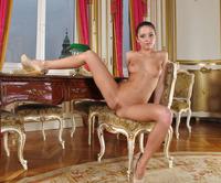 Foxy Di in Sweet Masturbation (nude photo 9 of 15)