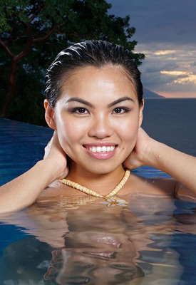 15 Pics: Cindy Starfall in Poolside Spreads by In The Crack