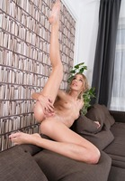 Alexis Crystal in Pantyhose Spreads by In The Crack (nude photo 10 of 15)