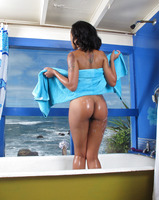 Skin Diamond in Bath Play by In The Crack (nude photo 10 of 15)