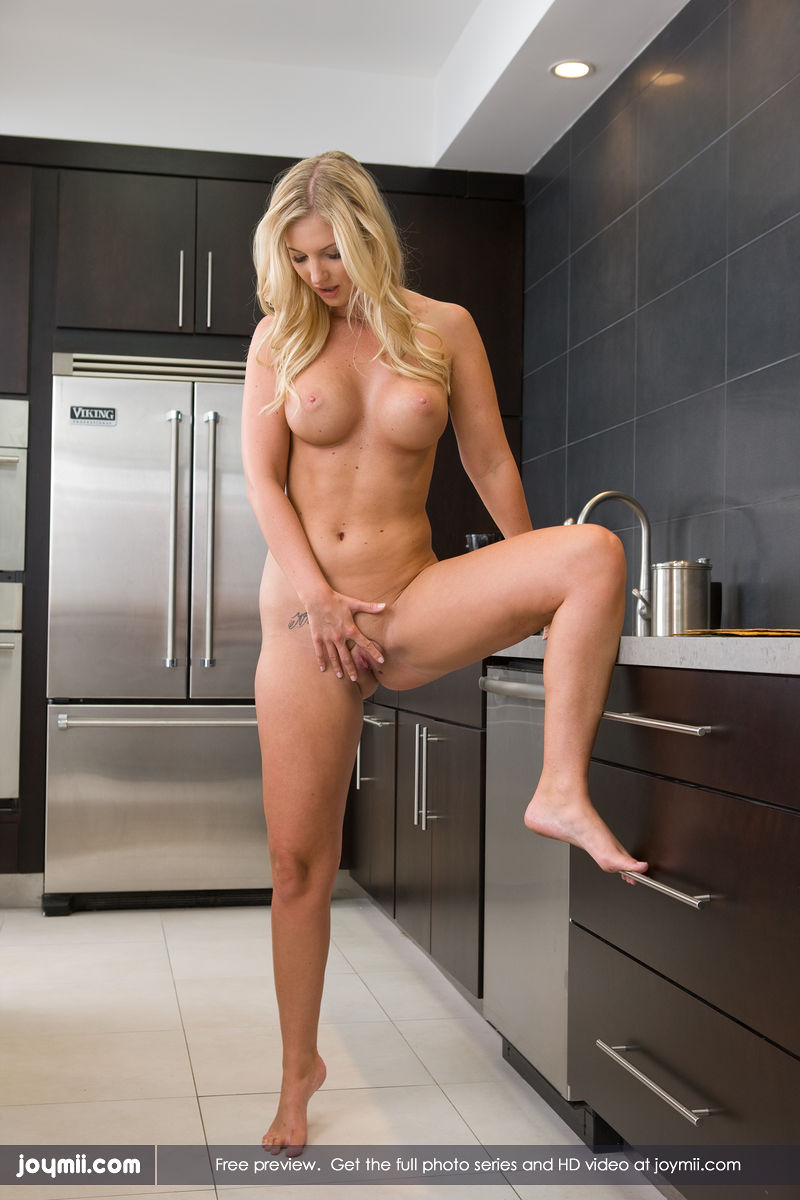 Girls Spreading Legs Nude