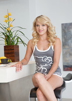 Sexy Blonde Teagan (nude photo 1 of 16)
