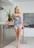 Sexy Blonde Teagan (nude photo 4 of 16)