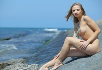 Madina in Antiskis (nude photo 12 of 18)