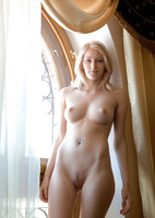 Mila in Trap (nude photo 6 of 18)