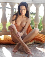 Amelie B in Viela (nude photo 12 of 16)