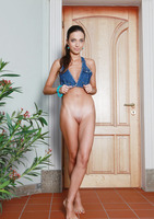 Elle D in Meandre (nude photo 2 of 18)
