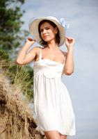 Suzanna A in Palmiye (nude photo 1 of 16)